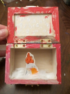 Inside of Box with a cute little Fox. Aimee is simple but decisive.